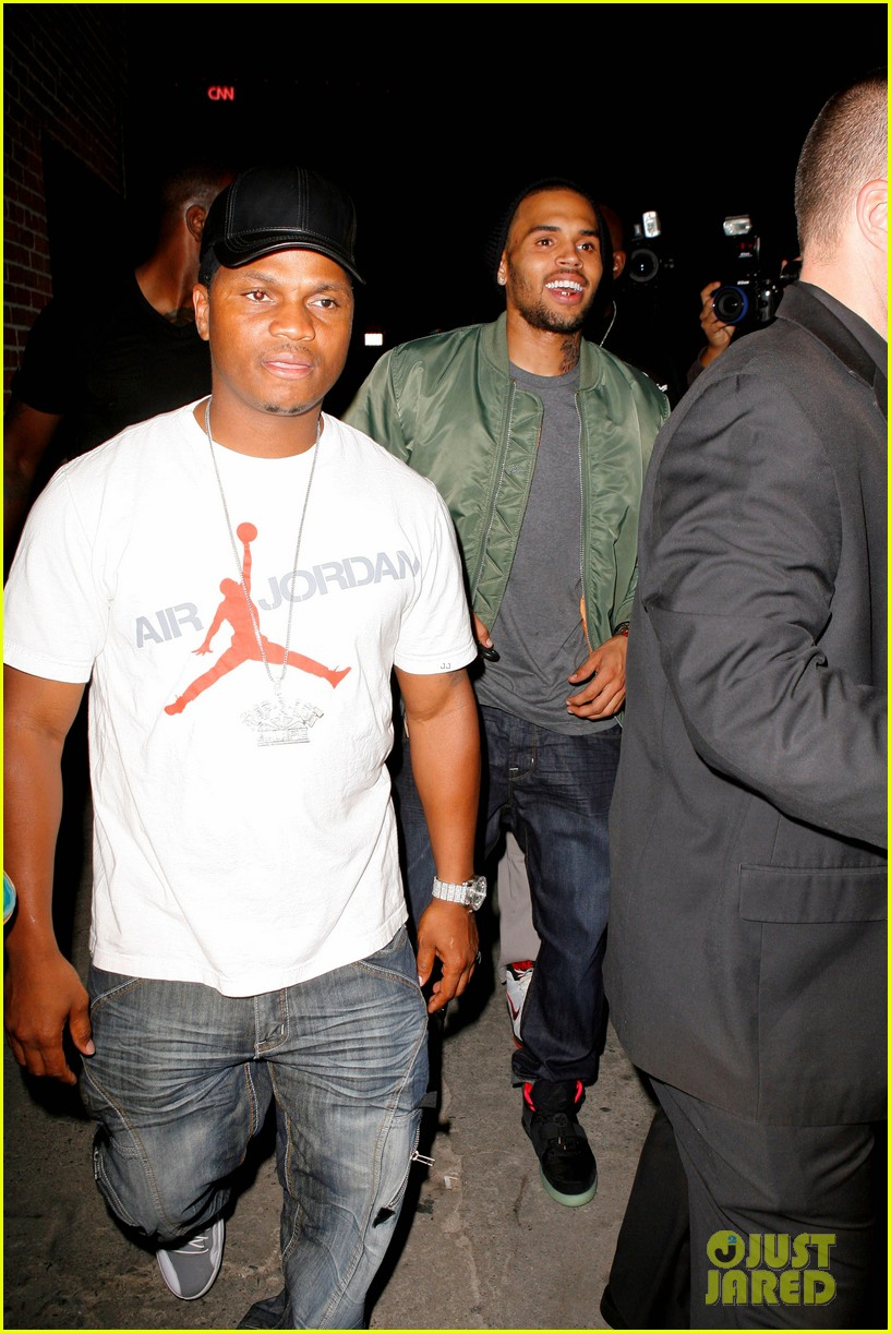 chris brown grills out at av nightclub 08