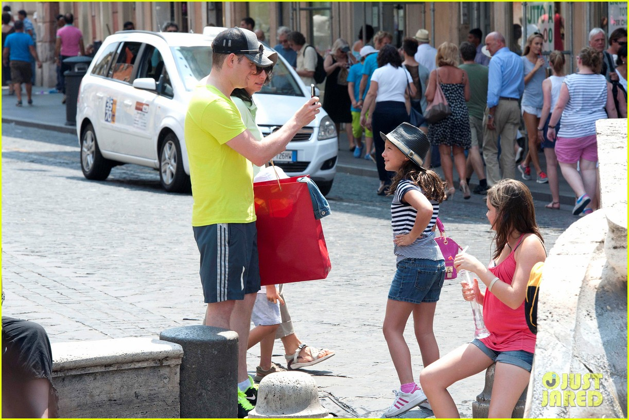 michael buble shopping in rome 02