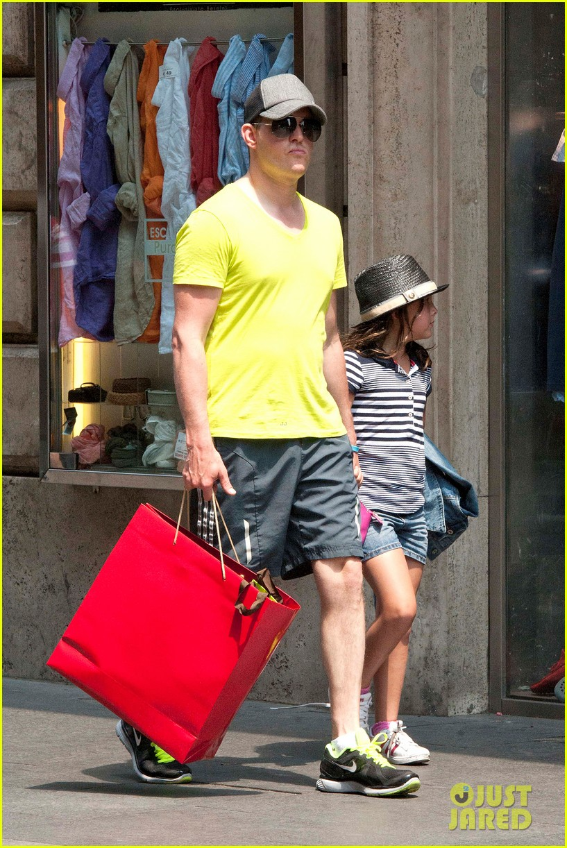 michael buble shopping in rome 03
