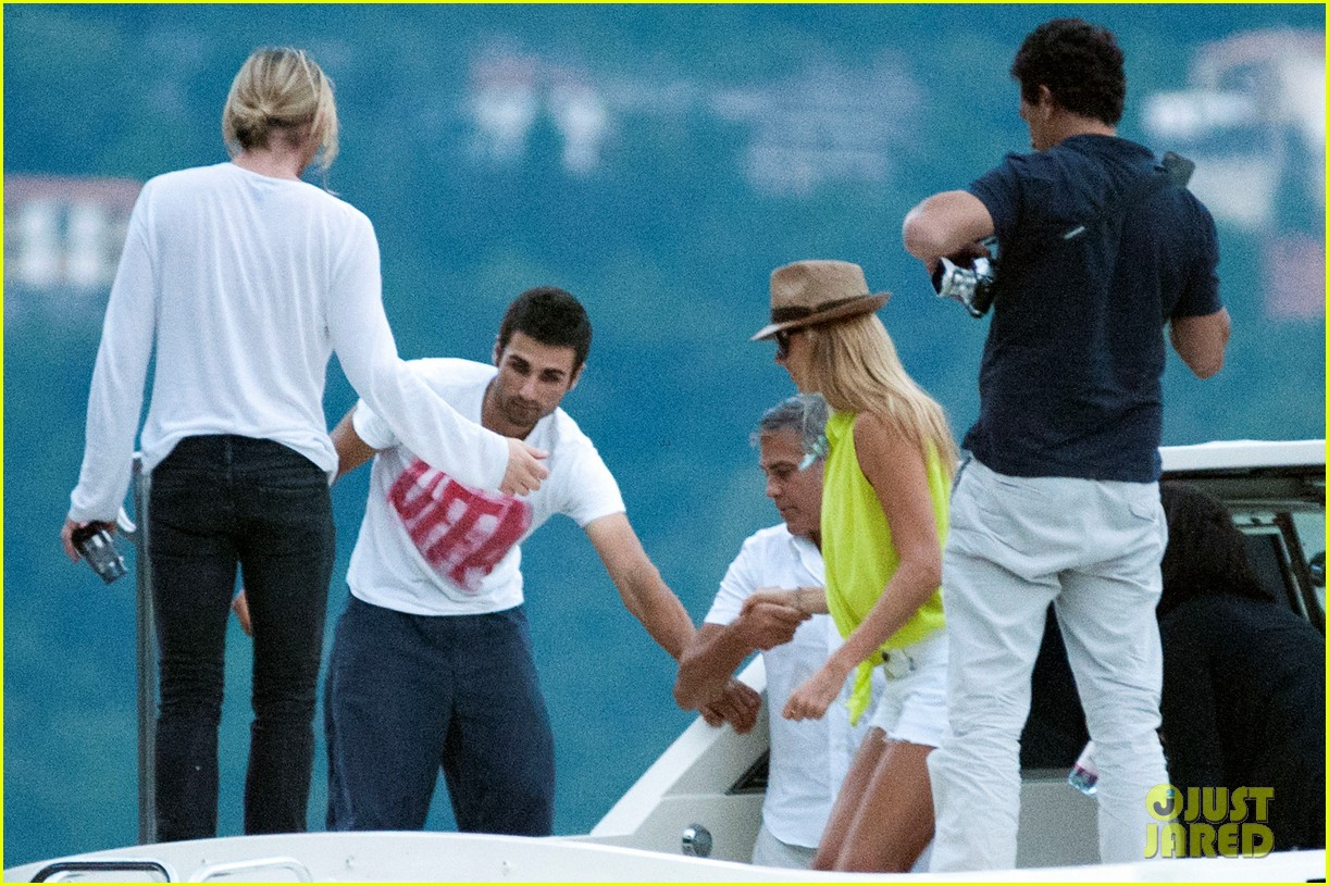 george clooney stacy keibler lake como with friends 04