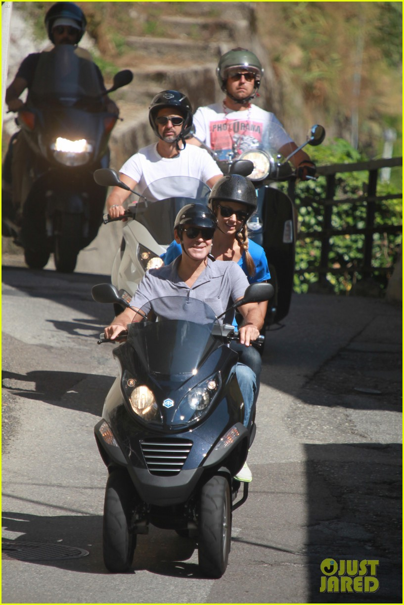 george clooney stacy keibler scooter ride 04
