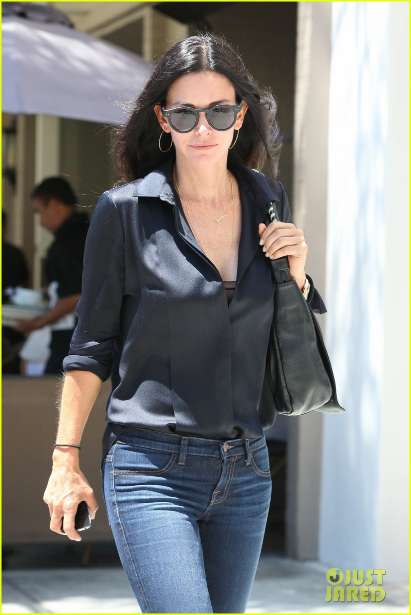 courteney cox lunch with gal pal 13