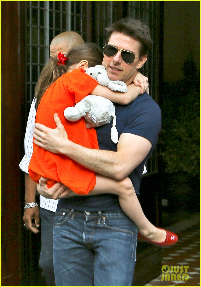 tom cruise suri daddy daughter day 04