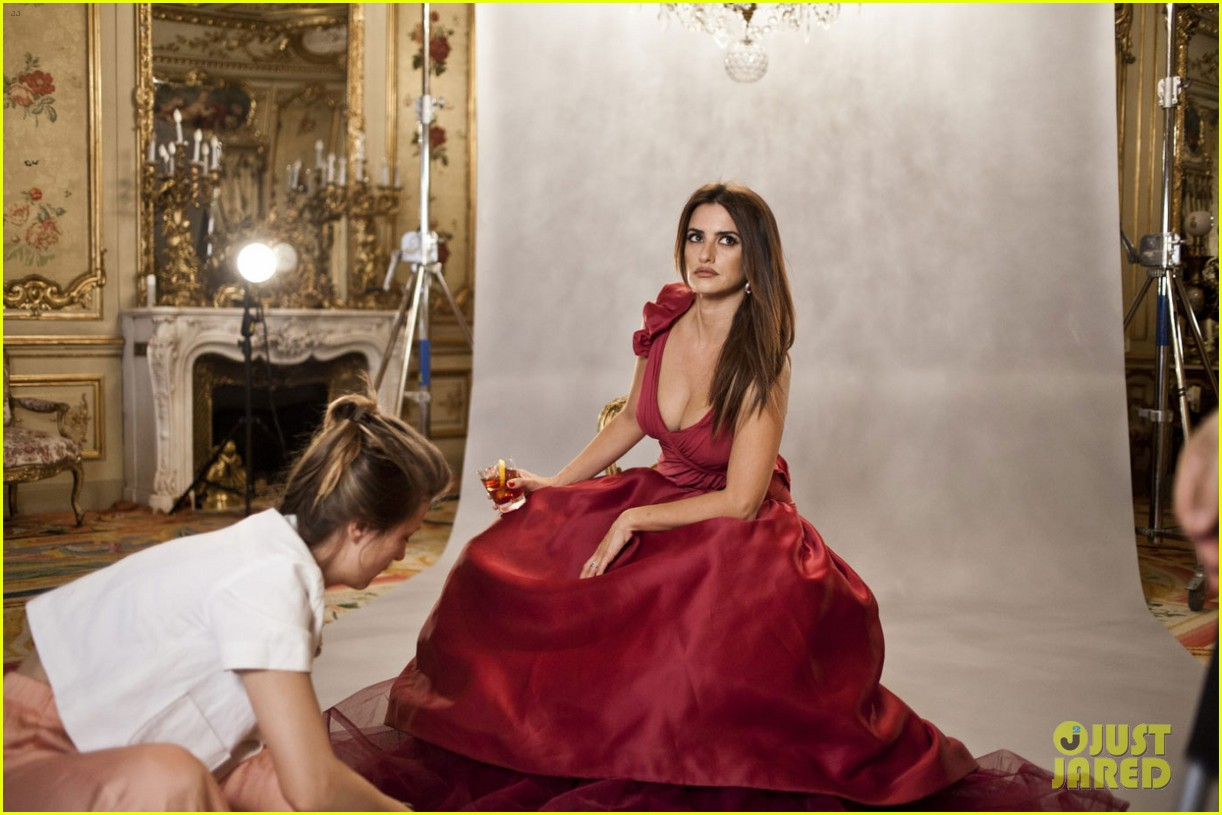 penelope cruz campari calendar shoot behind the scenes pics 04