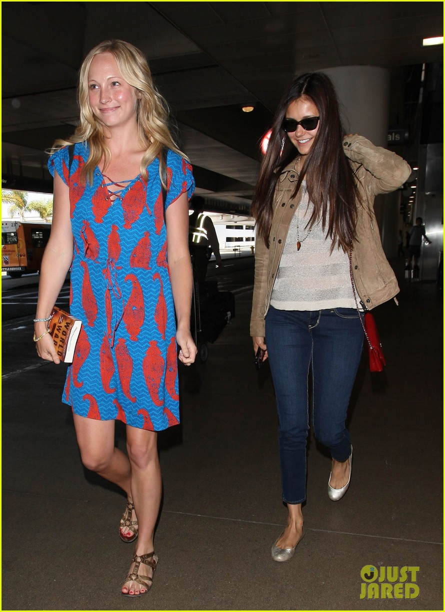 vampire diaries cast landing at lax 08