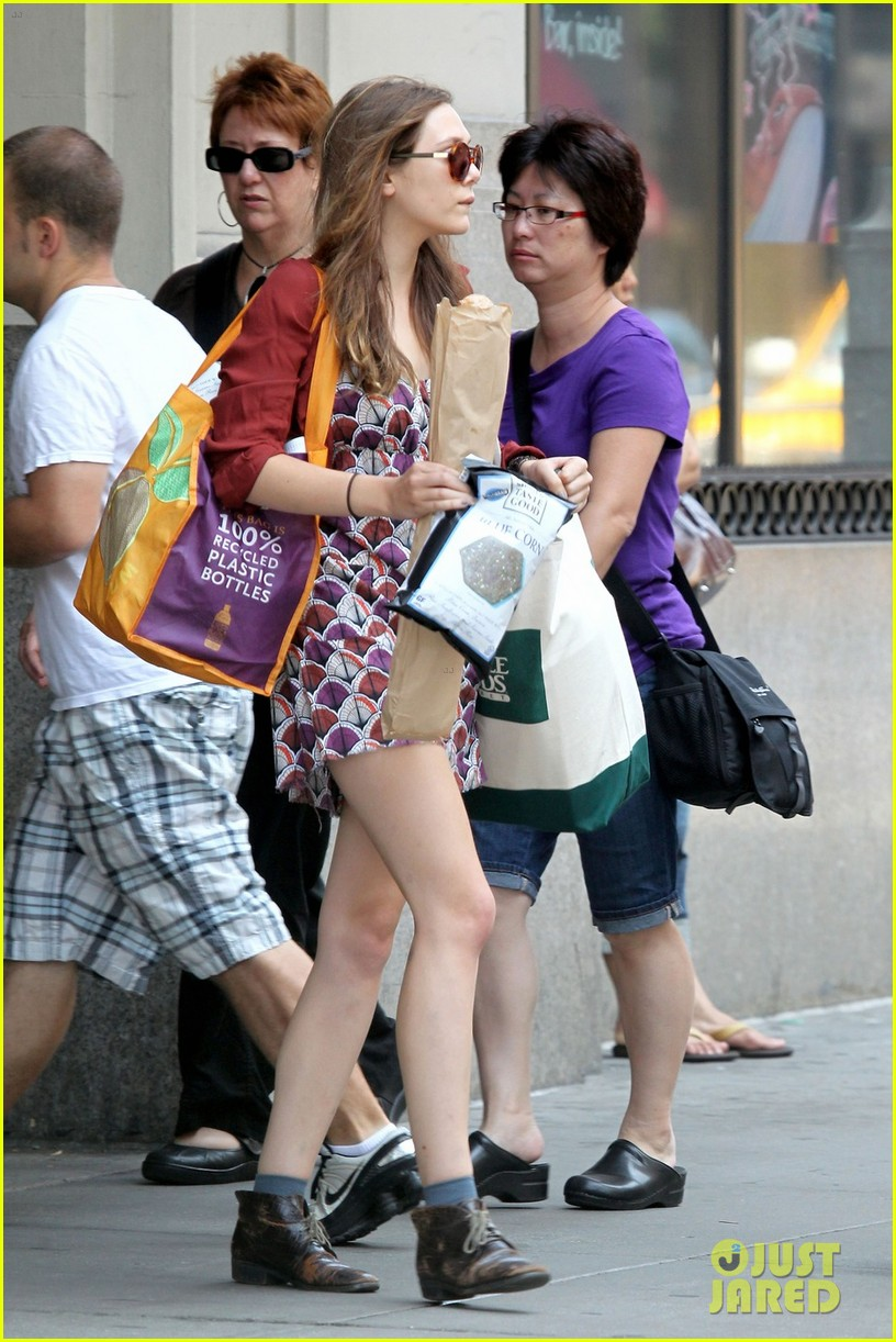 elizabeth olsen whole foods shopper 01