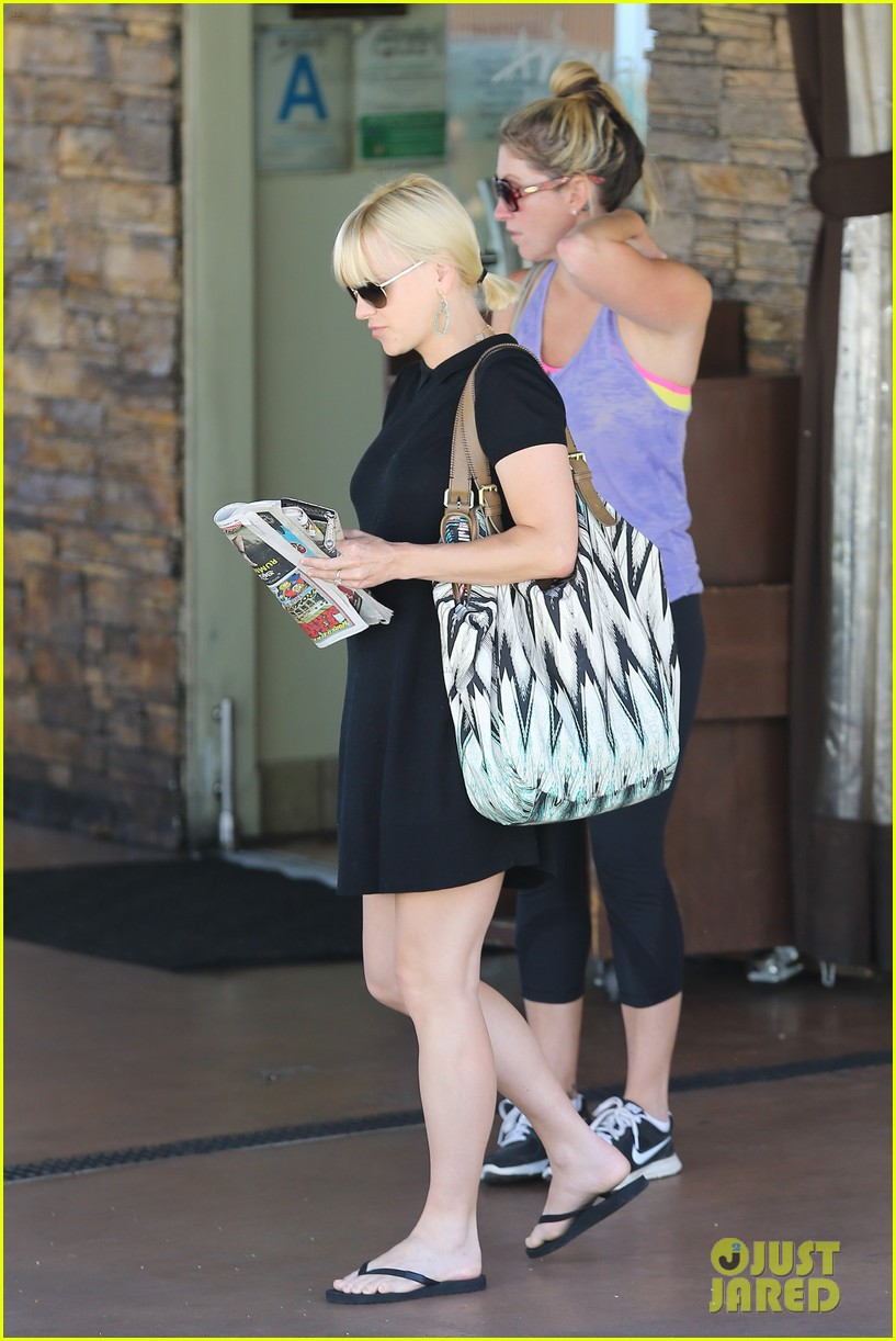 anna faris hotel check in 12