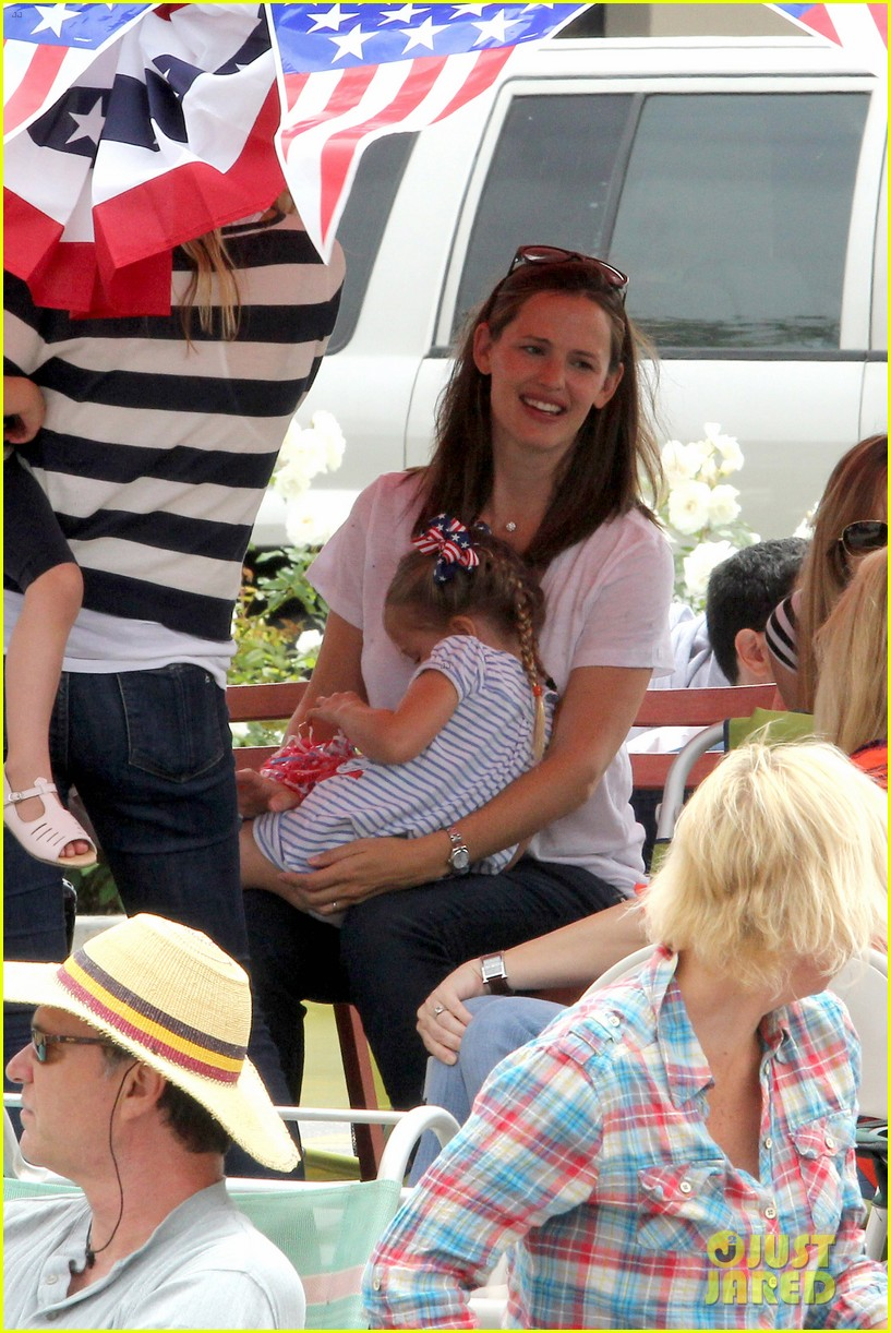 jennifer garner ben affleck bring samuel to parade 21