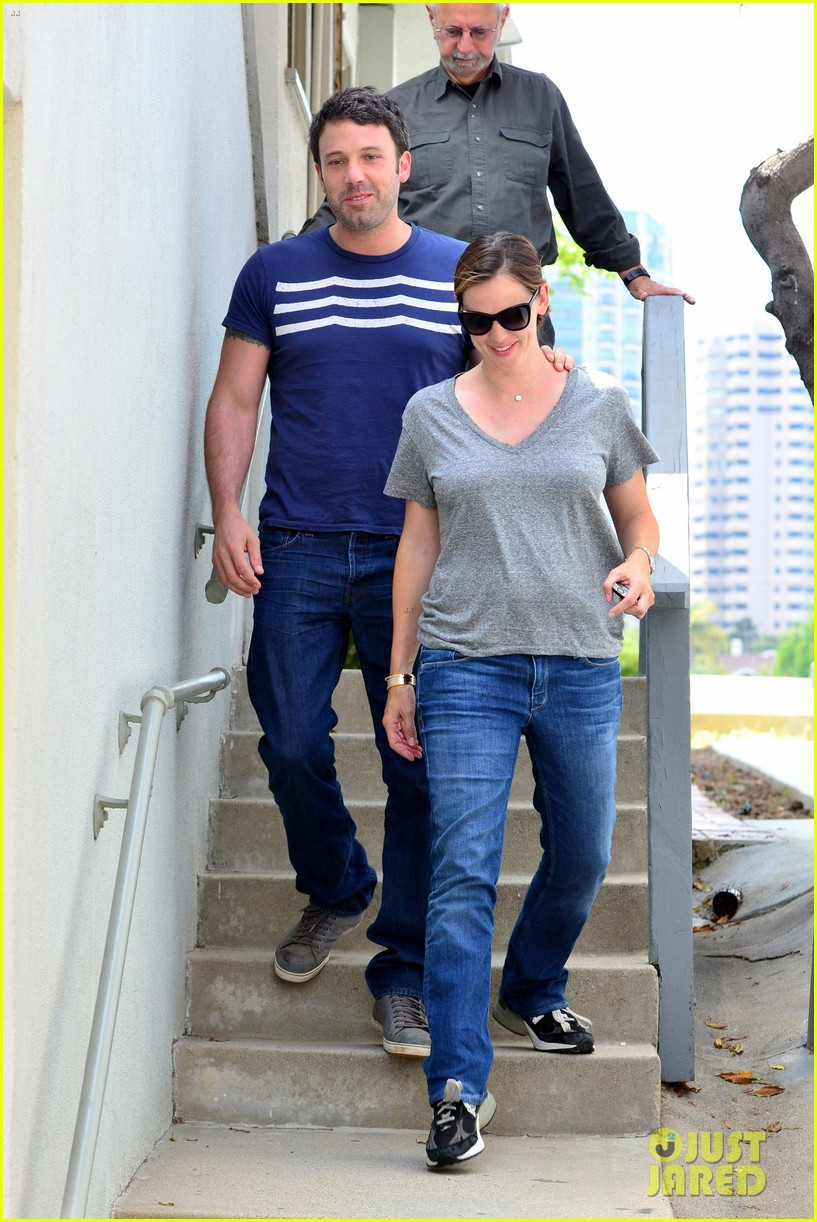 jennifer garner ben affleck santa monica smiles 01
