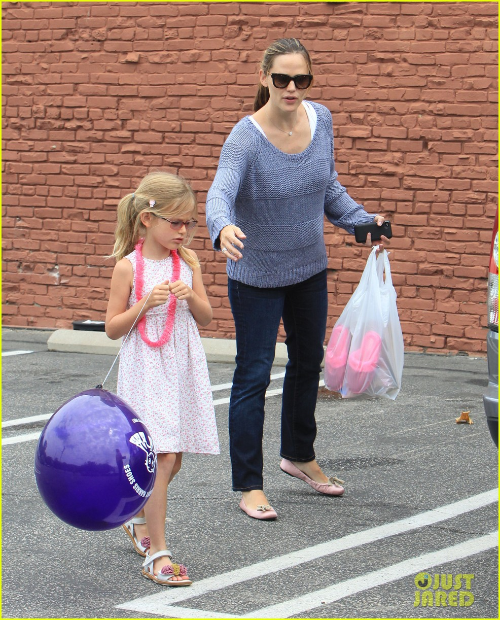 jennifer garner shoes with violet 12