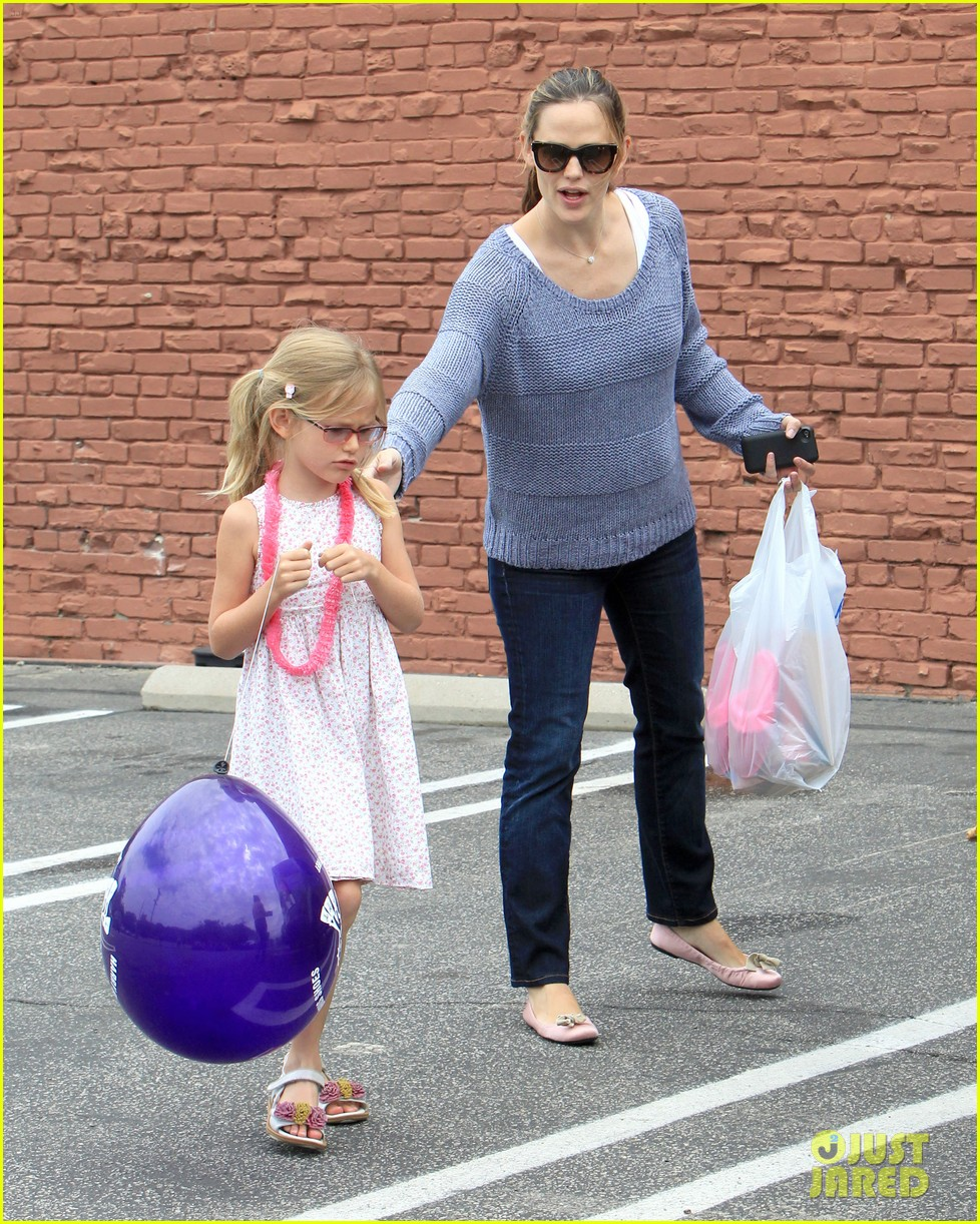 jennifer garner shoes with violet 14