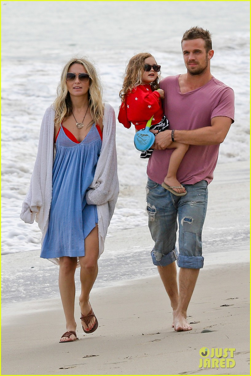 cam gigandet dominique geisendorff july 4 beach everleigh 03