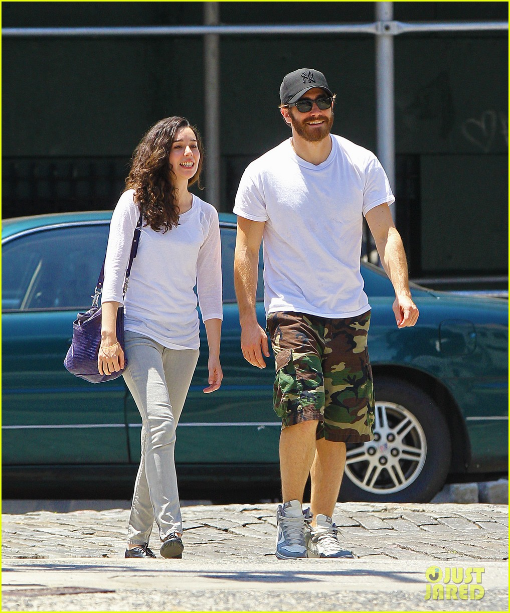 jake gyllenhall soho saturday with mystery gal 11