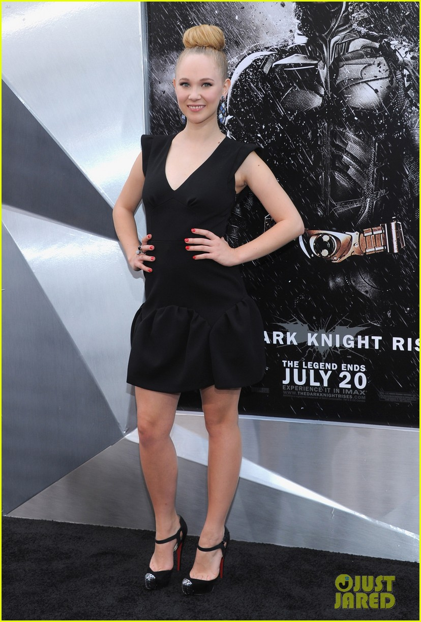 anne hathaway marion cotillard the dark knight rises premiere 06
