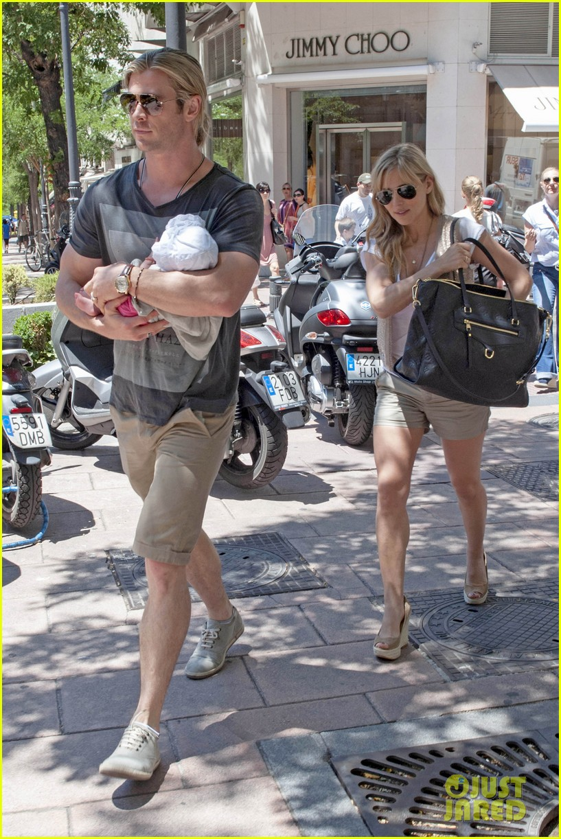 chris hemsworth elsa pataky thyssen museum with india 152683326