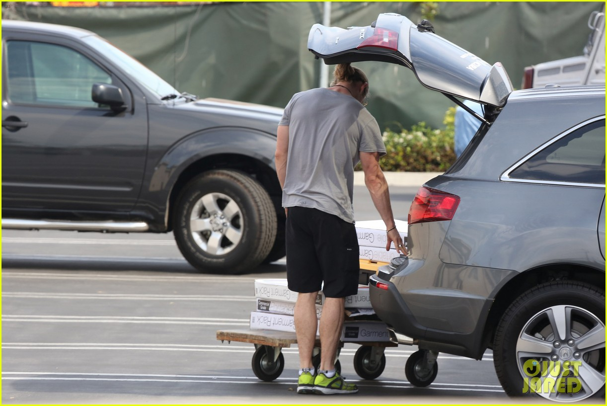 hemsworth shopping 14