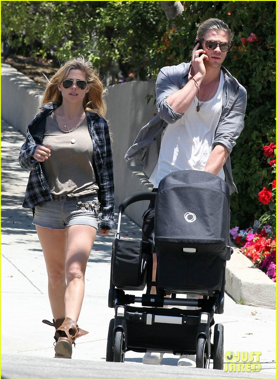 chris hemsworth elsa pataky santa monica stroll with baby india 042688647
