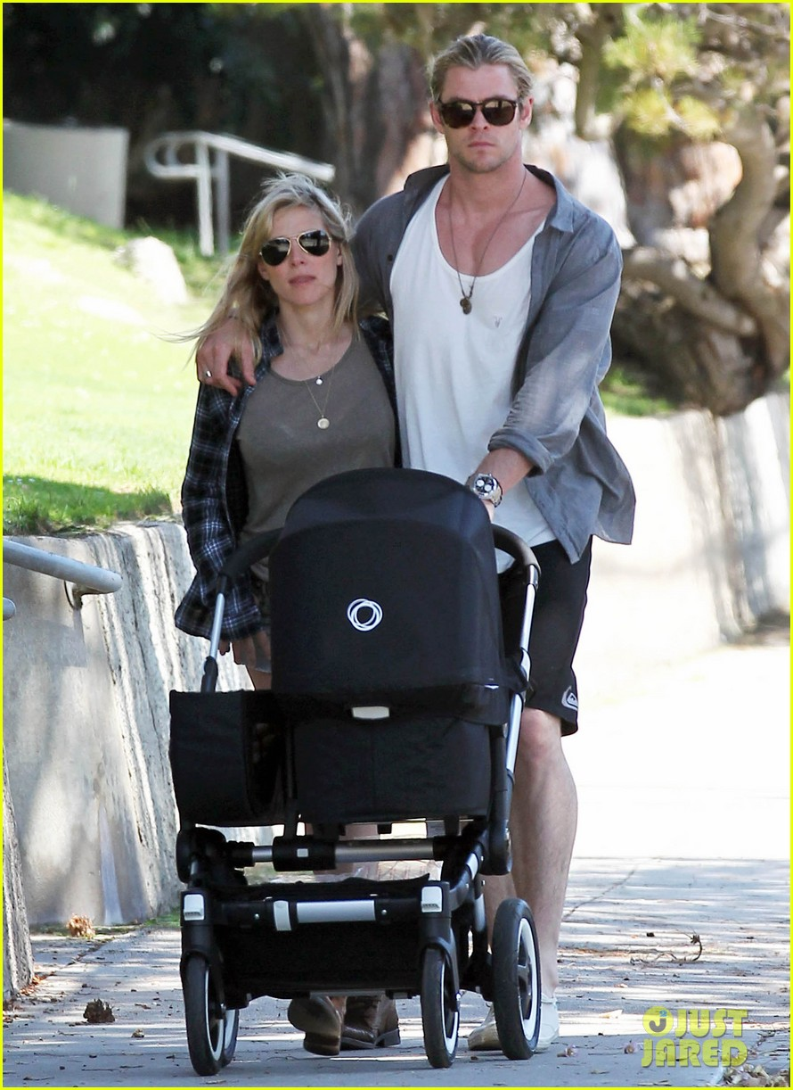 chris hemsworth elsa pataky santa monica stroll with baby india 10