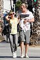 chris hemsworth walk with elsa india 14