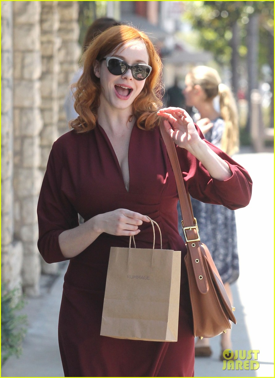 christina hendricks rummage shopper 02