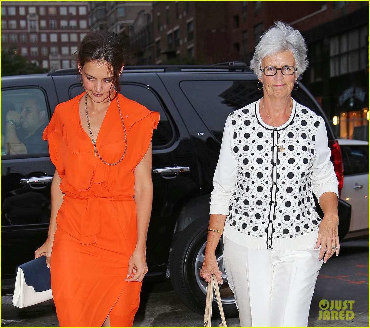 katie holmes coffee with mom 022687104