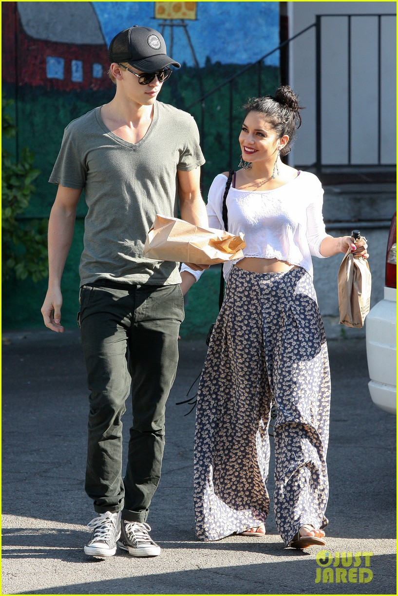 vanessa hudgens austin butler cheese gallery 07