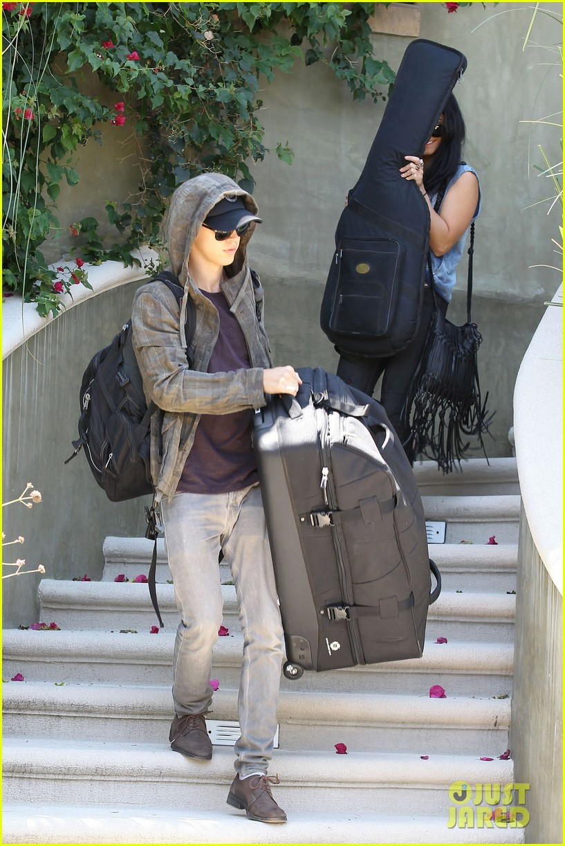 vanessa hudgens austin butler packing up 10