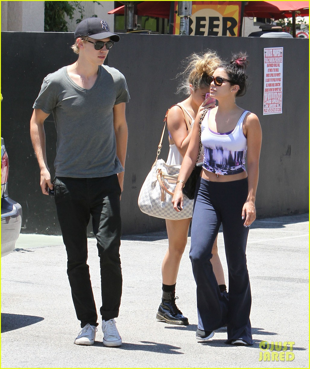 vanessa hudgens austin butler lunch with stella 28