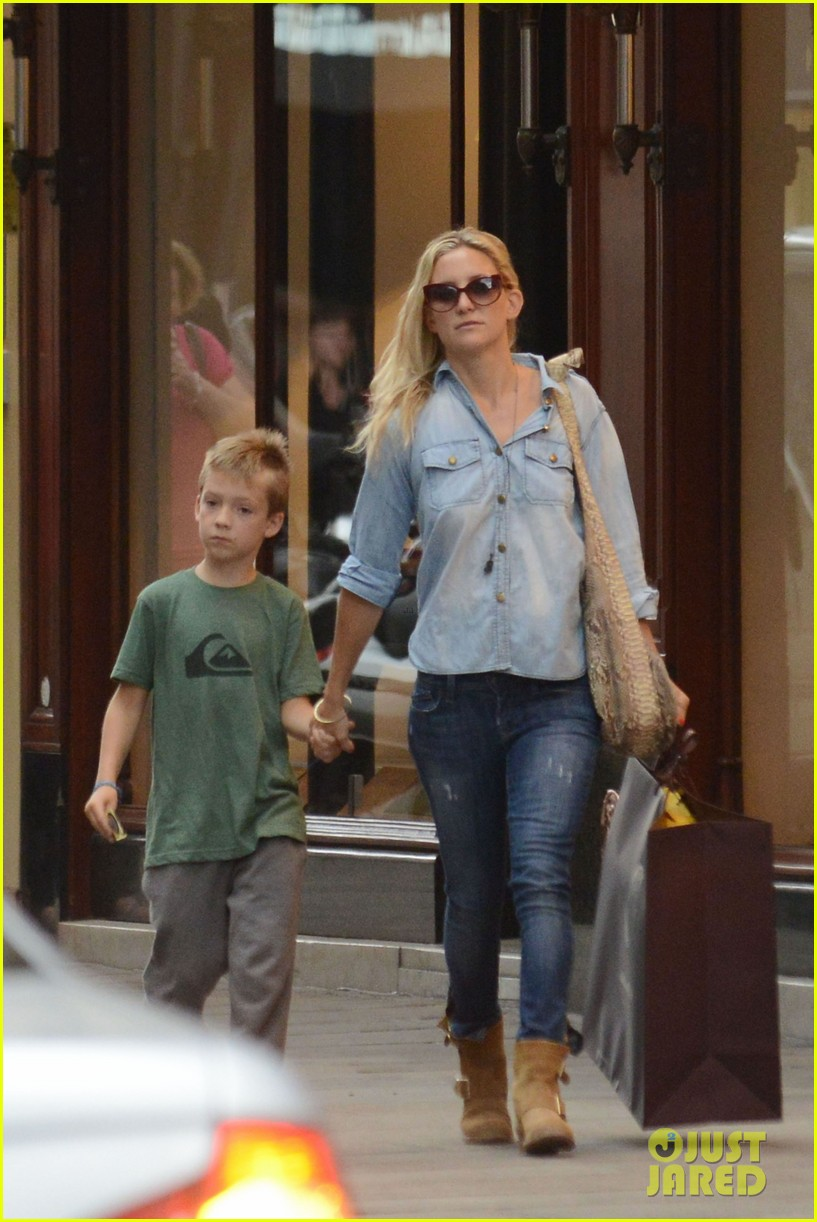 kate hudson shopping day with ryder 08