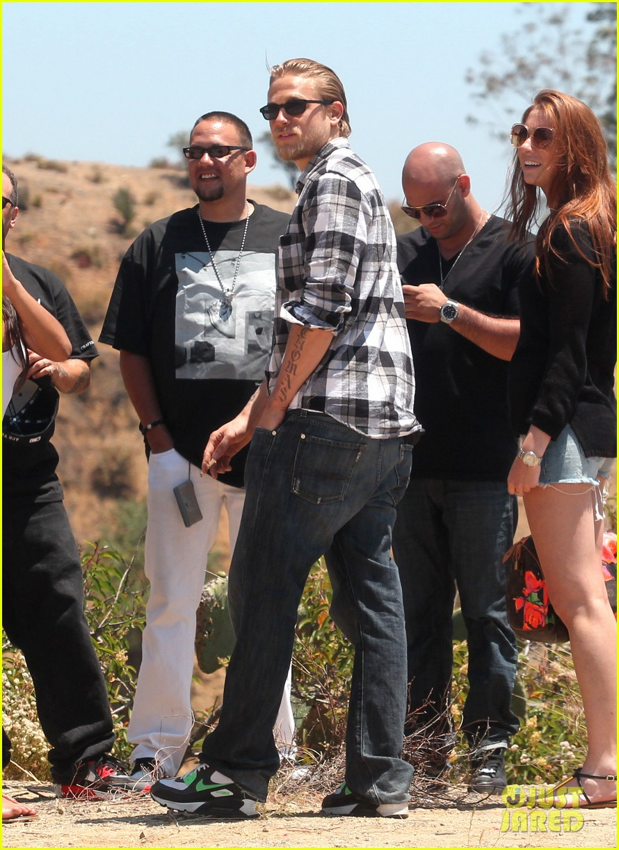 charlie hunnam ice cream pit stop 06