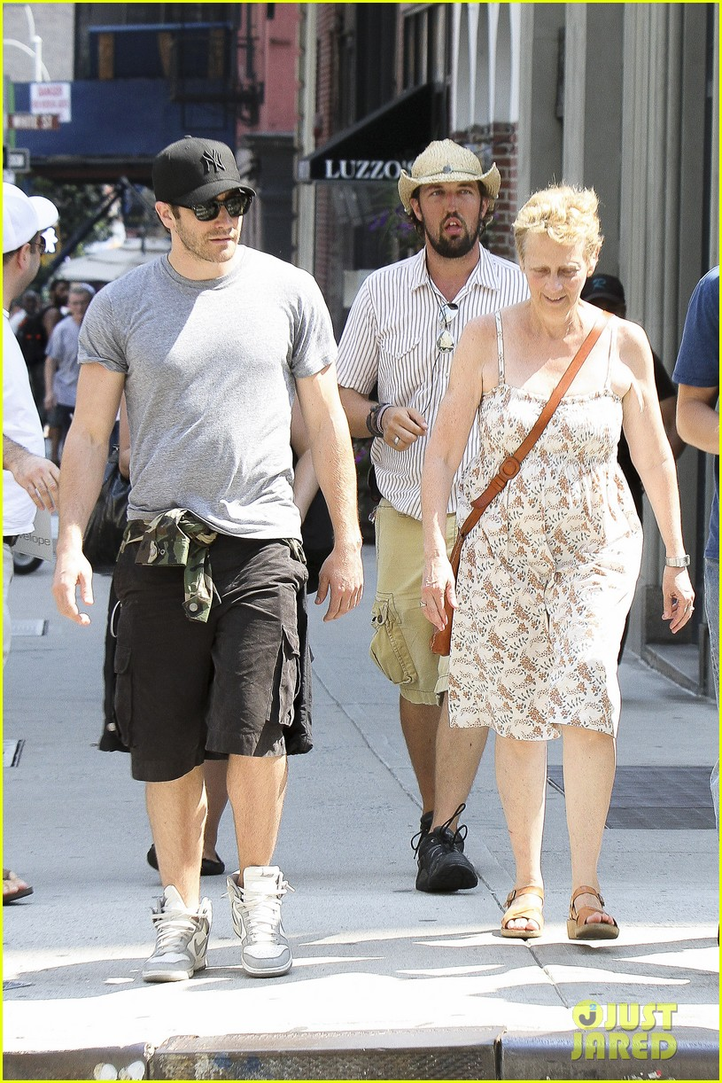 jake gyllenhaal mom naomi very good girls set 082689152