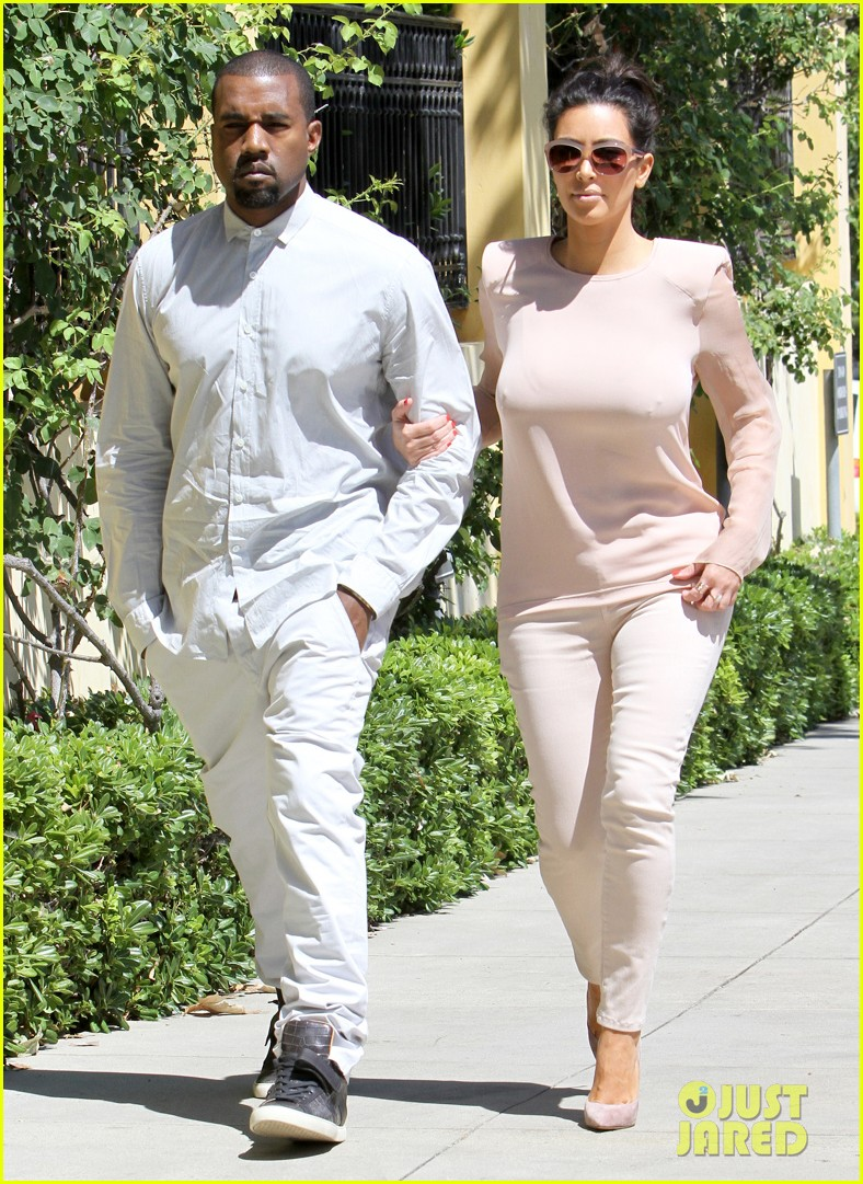 kim kanye out for a walk 08