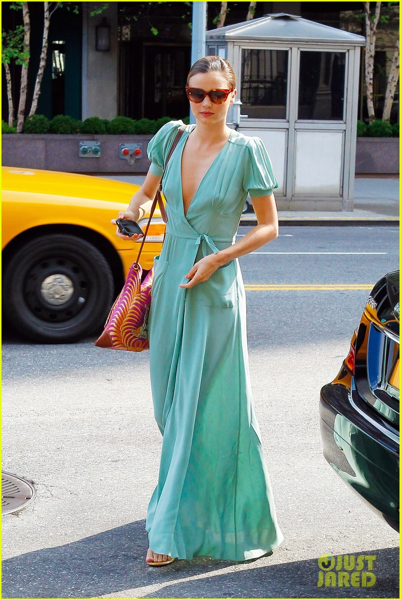 miranda kerr wrap dress 03