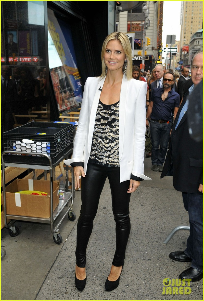 heidi klum project runway premieres tonight 01