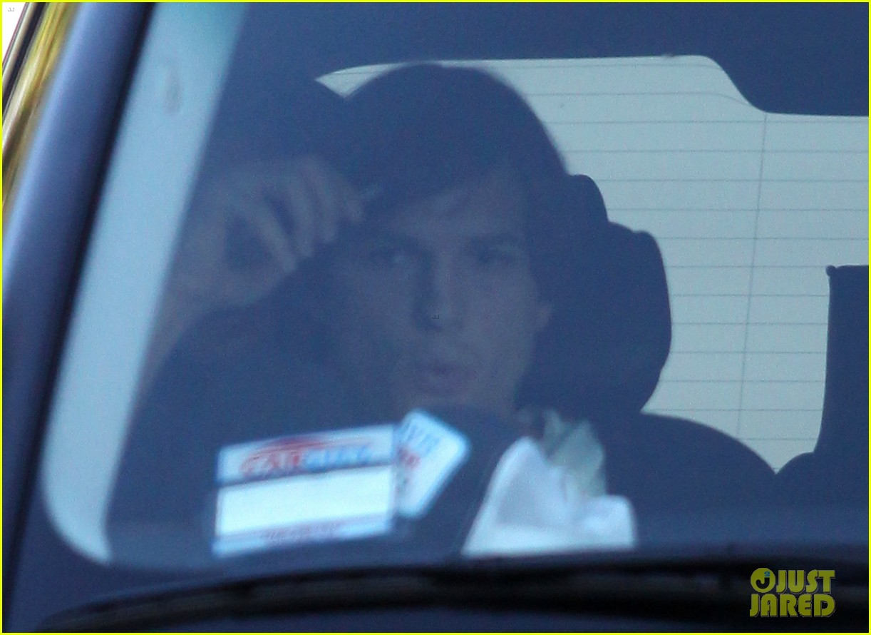 ashton kutcher mila kunis dark knight rises movie date 11