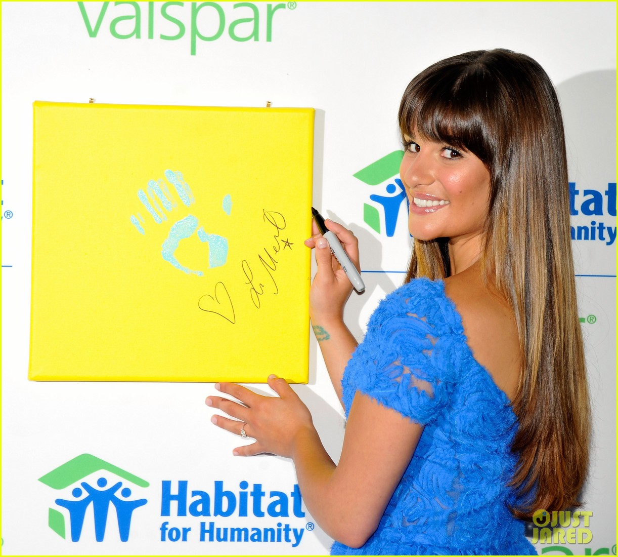 lea michele hands for habitat unveiling 08