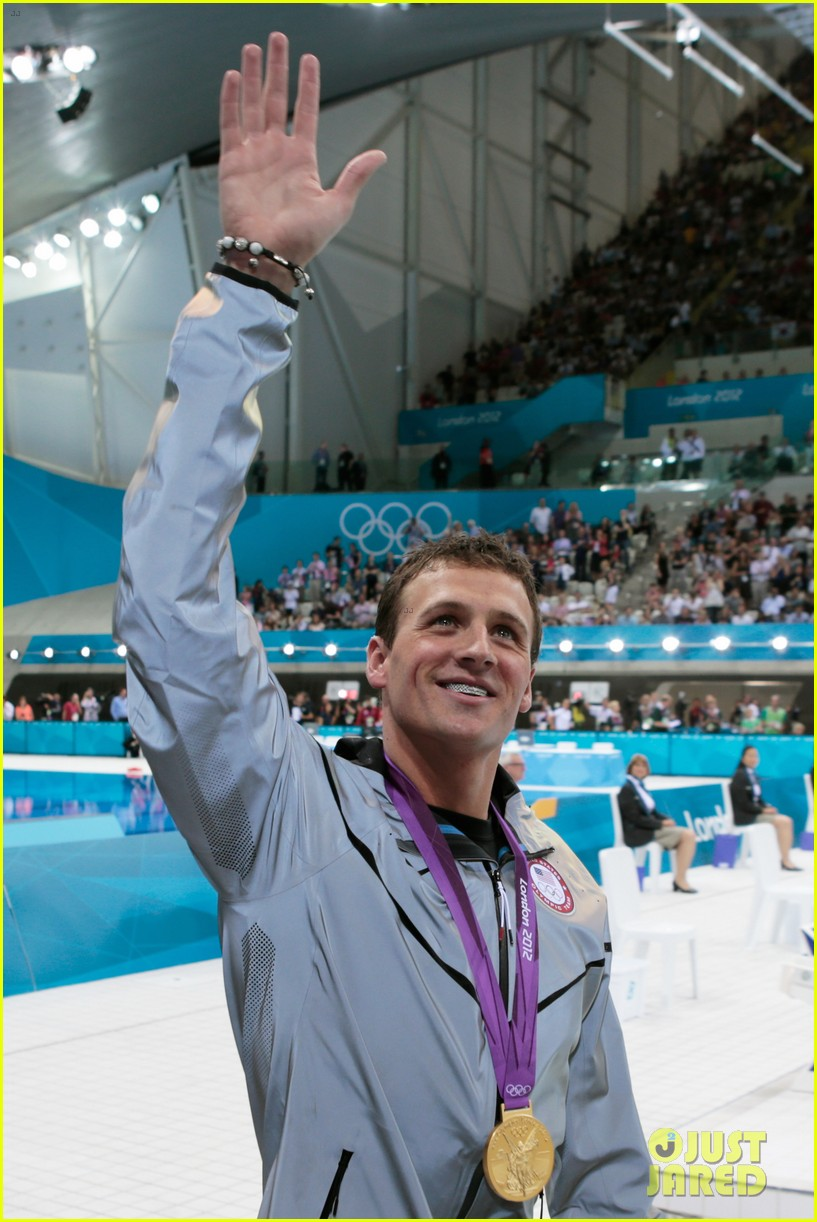 ryan lochte american flag grill at london olympics 13