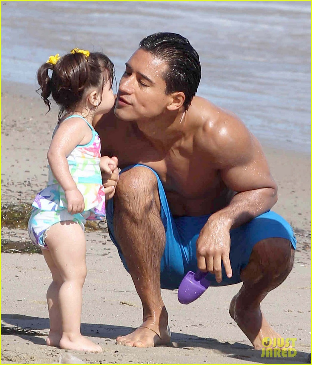 eva longoria malibu beach with mario lopez 05
