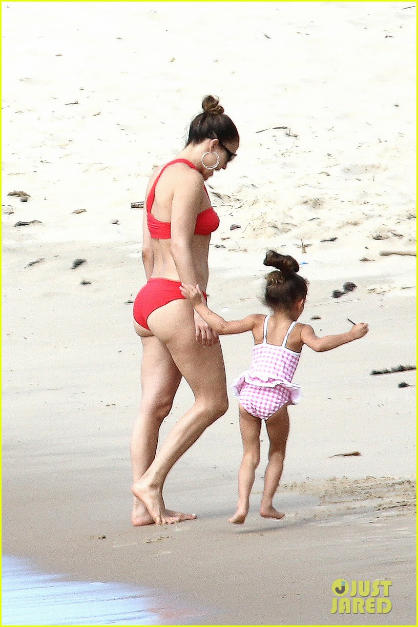 jennifer lopez casper smart brazilian beach with the kids 12