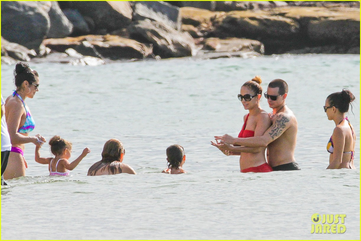 jennifer lopez casper smart brazilian beach with the kids 30