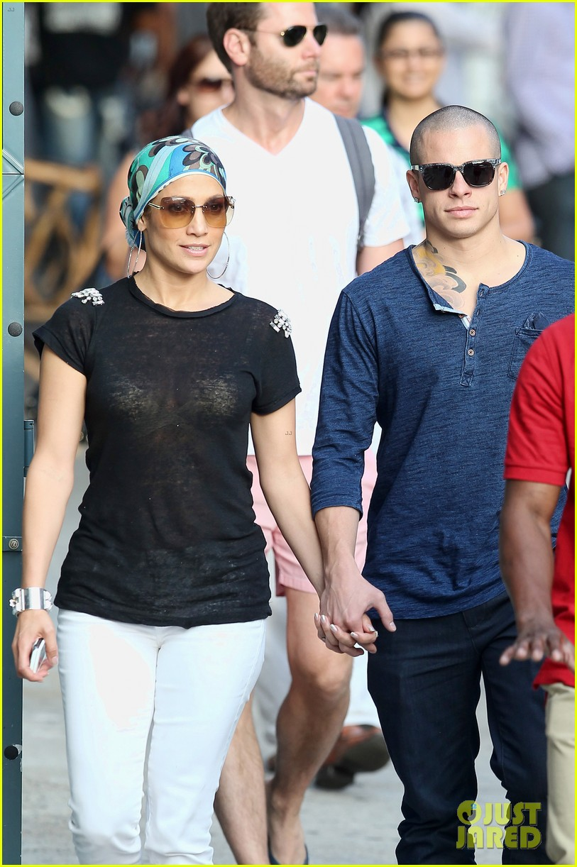 casper dating jennifer lopez Lopez and smart — who's been going by beau casper smart for a while now — started dating in late 2011 but were said to have split up in june 2014 in may 2015, jlo gave him a shout-out on instagram, fanning the flames on rumors that had been circulating since march that they were once again an.