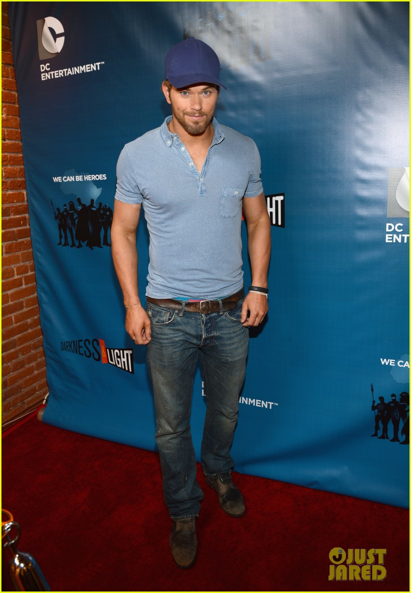 kellan lutz dc entertainment darkness light party 06
