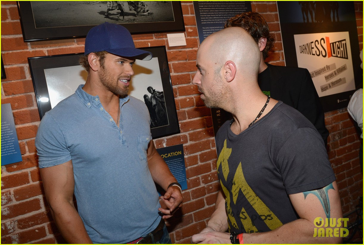 kellan lutz dc entertainment darkness light party 09