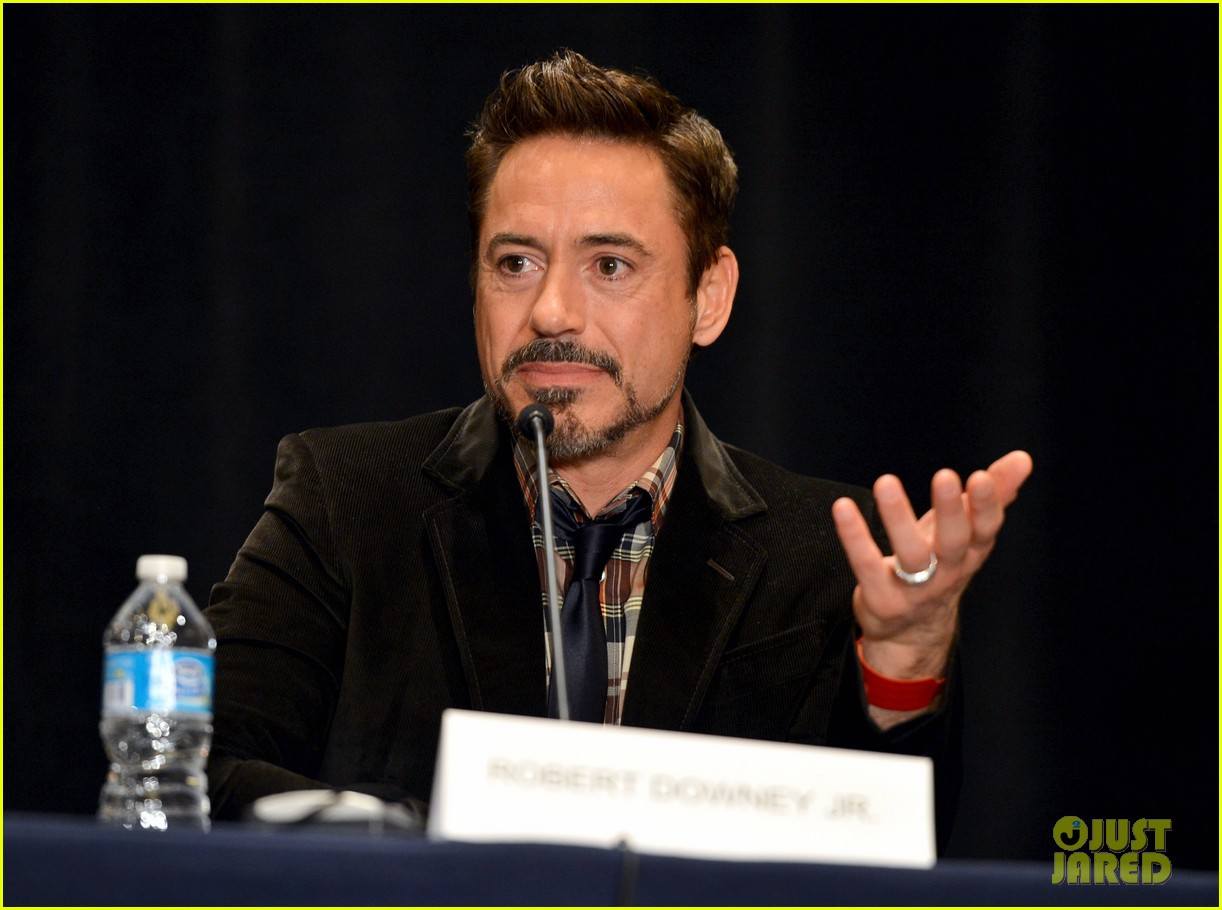 robert downey jr don cheadle marvel panel at comic con 32