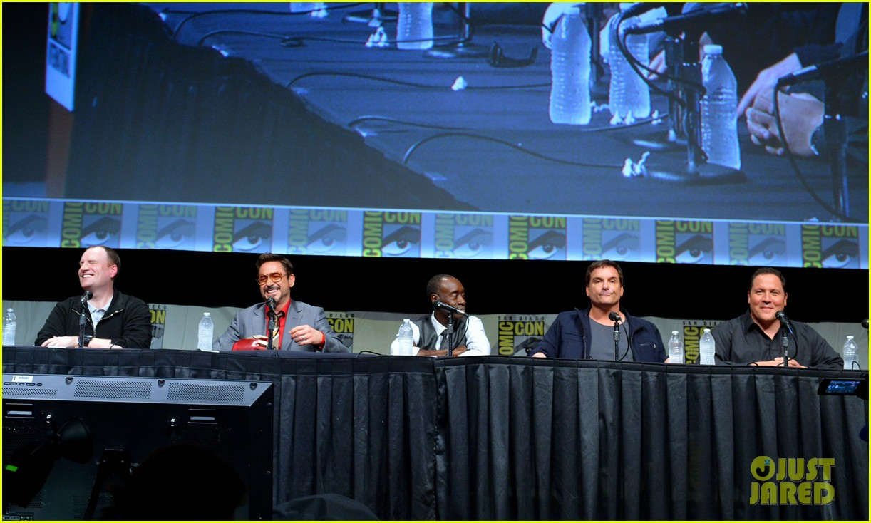 robert downey jr don cheadle marvel panel at comic con 40