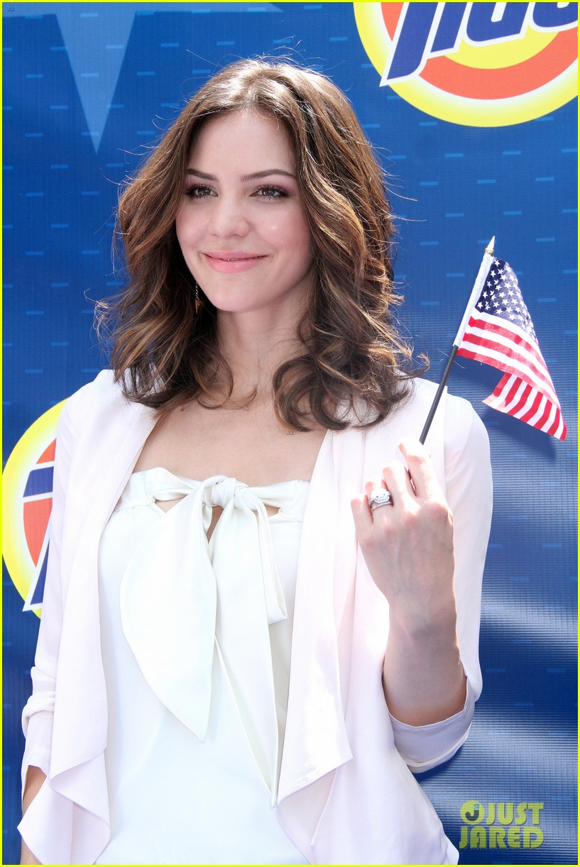 katharine mcphee megan hilty red white smash 15