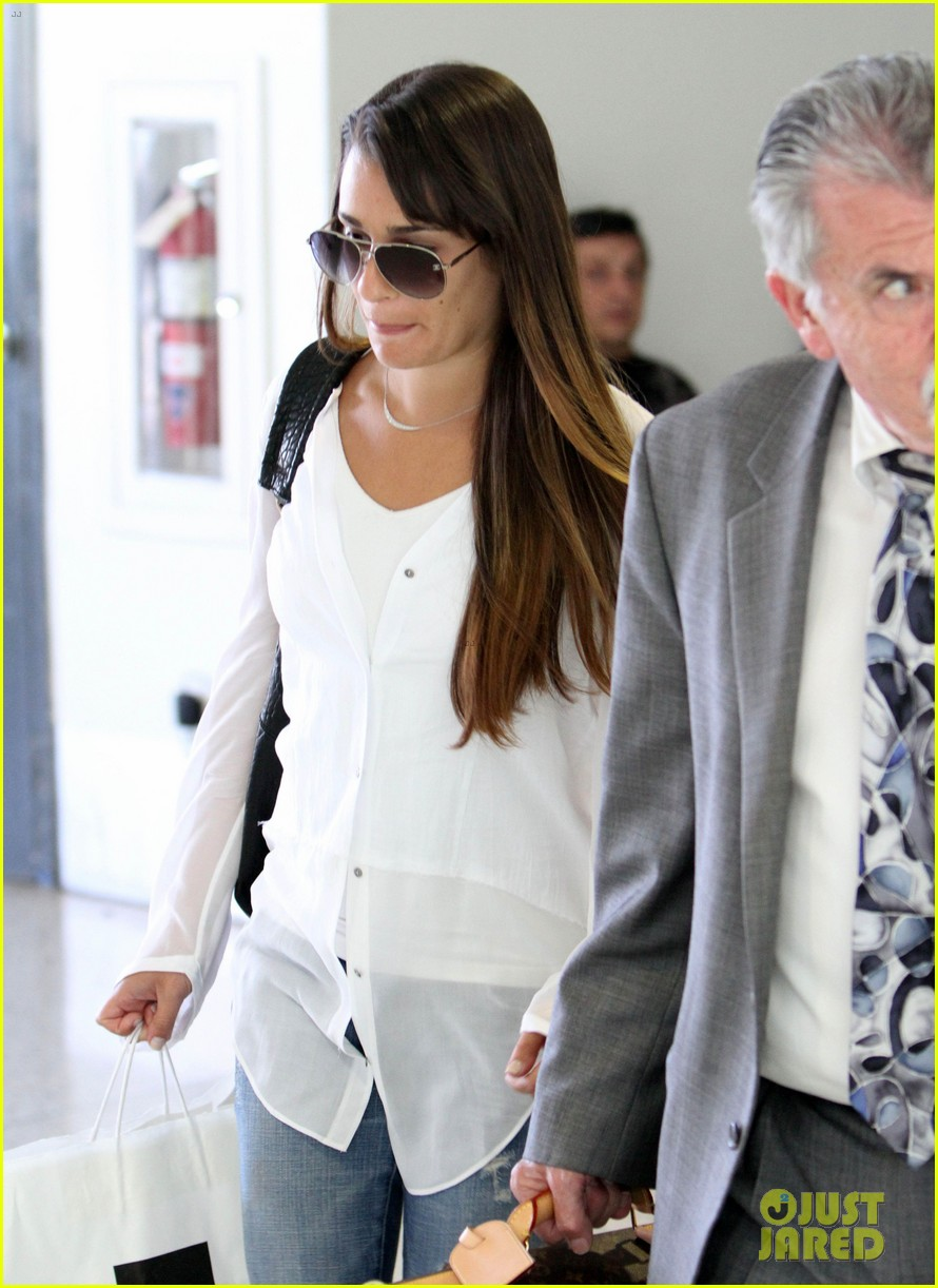 lea michele heads to nyc after glees emmy snub 04