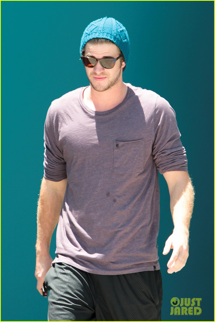 miley cyrus liam hemsworth skateboards pilates 13