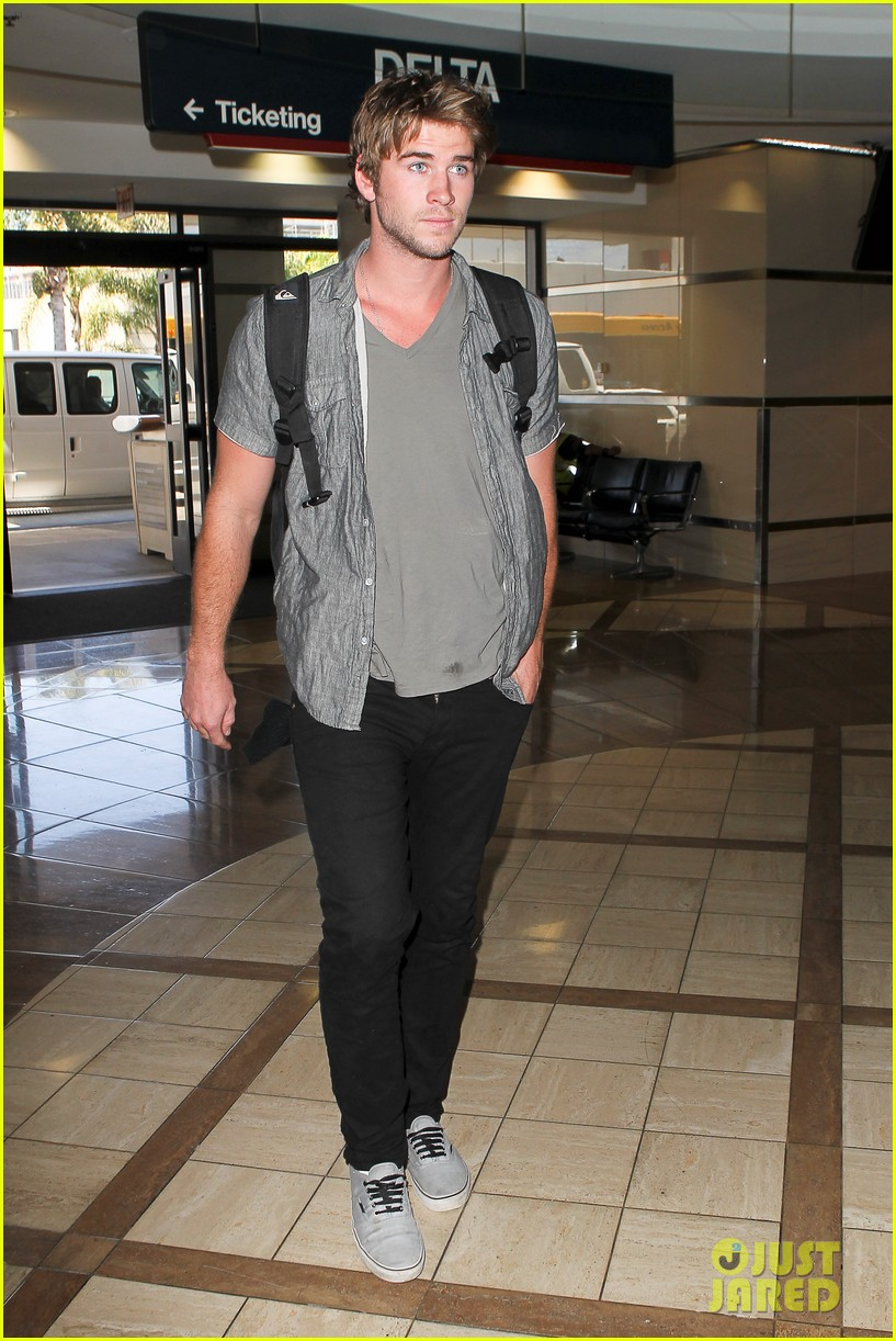 miley liam leaving lax 06