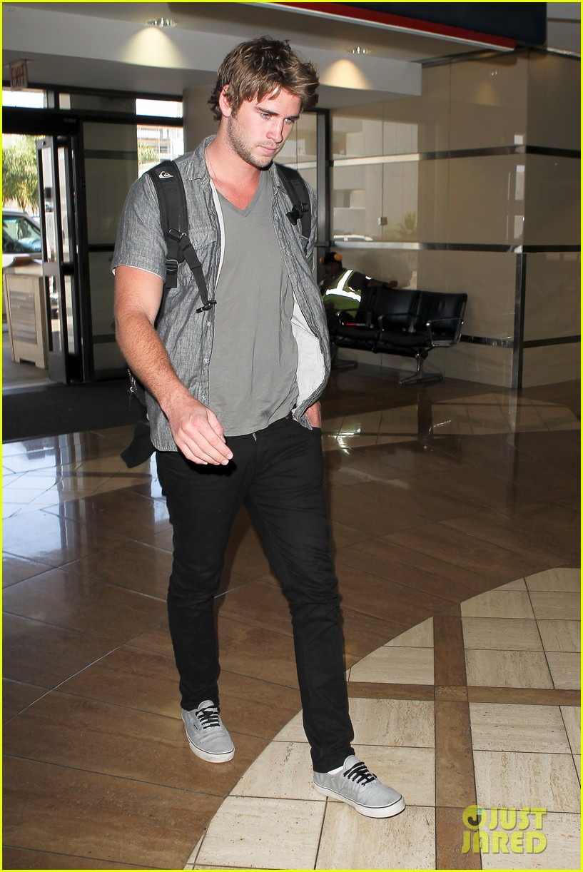 miley liam leaving lax 14
